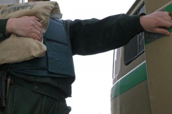 На севере Петербурге неизвестные бросили гранату в инкассаторский автомобиль