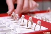 На Вторчермете неизвестные, угрожая продавцам ножом, обчистили ювелирный магазин