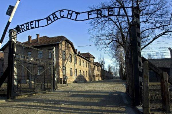 В Германии 91-летней женщине предъявили обвинения в пособничестве убийствам в Освенциме