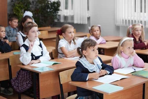 Путин поручил рассмотреть вопрос о переносе начала учебного года