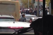 Толпы мусульман и бегающие по улицам бараны перекрыли движение в Екатеринбурге. Горожане опаздывали на работу и обрывали телефоны полиции