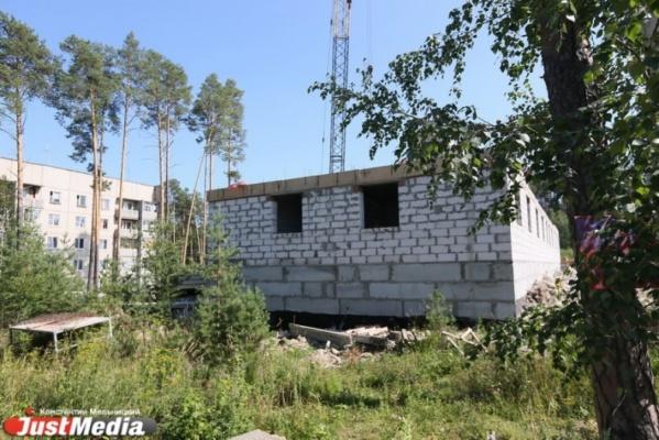 В Екатеринбурге в поселке Кольцово 152 семьи могут остаться без купленных квартир
