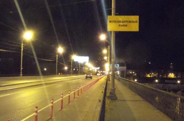 Ищите пути объезда! На Макаровском мосту установили столбики, проезжая часть сужена до одной полосы