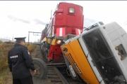 Под Тавдой КамАЗ столкнулся с поездом