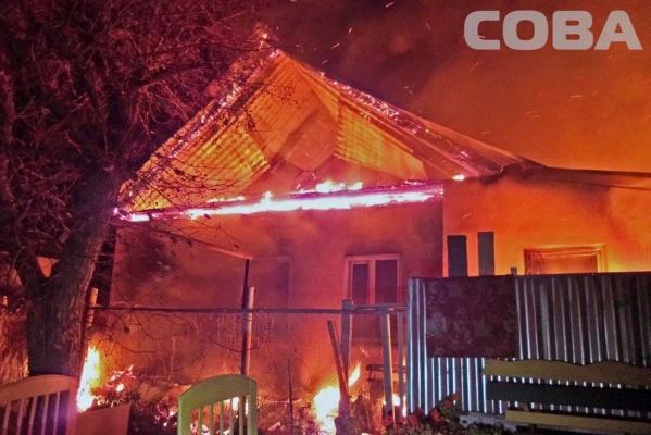 На Семи ключах ночью сгорели два частных дома