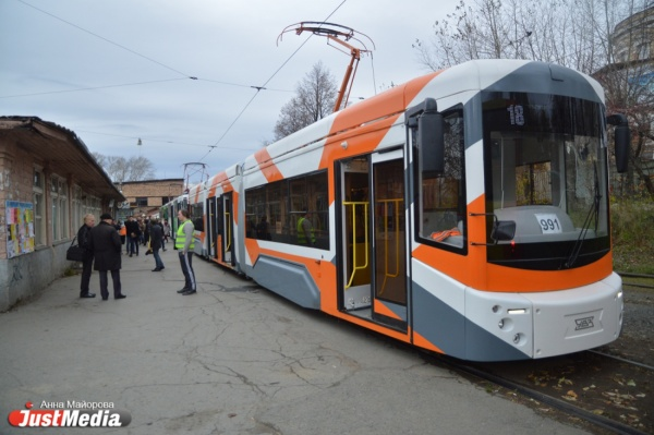 Новые трамваи в тестовом режиме вышли на маршрут (ФОТО)