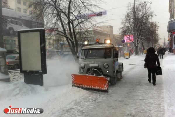 Мэрия начнет убирать снег в Екатеринбурге со следующей недели
