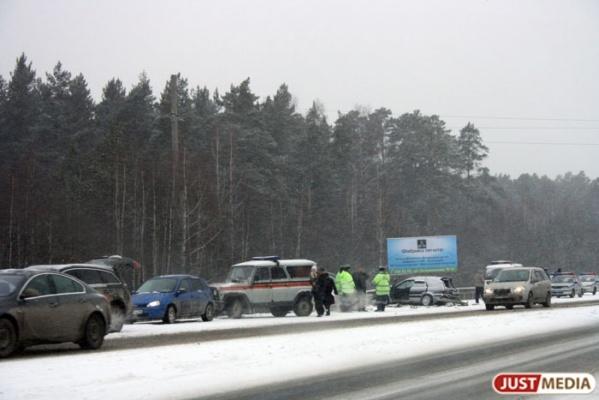 Под Нижними Сергами в жуткой аварии с участием машины коммунальщиков погибли два человека