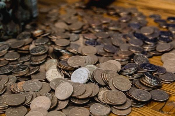 Житель Екатеринбурга расплатился в магазине 25 килограммами монет. ФОТО