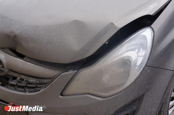 В Заречном, протаранив ВАЗ, а потом залетев под грузовик, погиб водитель иномарки