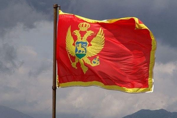 Тысячи людей вышли на улицы столицы Черногории, требуя отставки властей