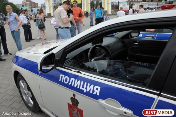 В Екатеринбурге водитель-наркоторговец, пытаясь уйти от погони, сбил полицейского. Остановила нарушителя стрельба по колесам