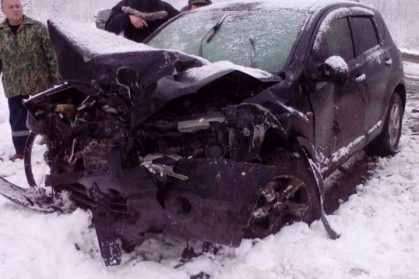 Под Каменском-Уральским в жуткой аварии погибли два человека. Еще четыре госпитализированы