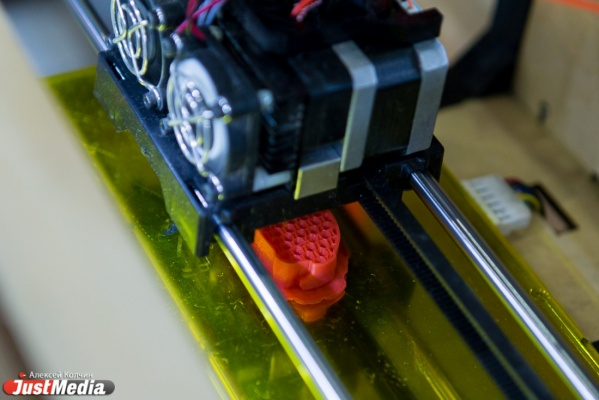 Школьников по всей стране будут учить создавать роботов и 3D-принтеры через видео-блоги
