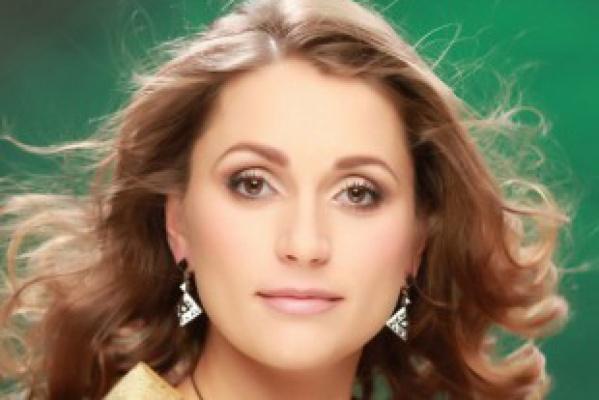 Корону «Миссис Екатеринбург» получила коммерческий директор одной из крупных фирм, мама троих детей