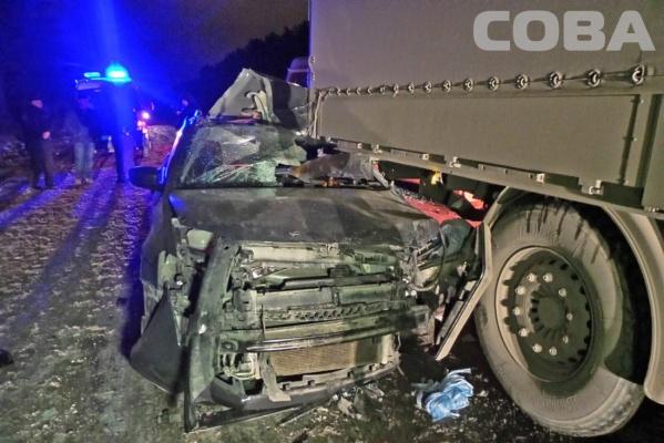 На Режевском тракте иномарка с пенсионерами влетела в грузовик