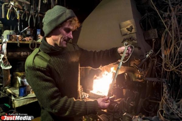 Кузнец Юдин продолжает делиться с уральцами креативными идеями. Мастер предлагает открыть в Екатеринбурге музей «Подводная лодка в Исетском заливе»