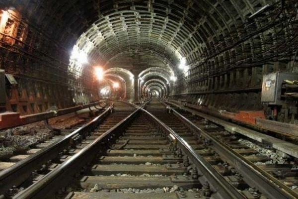 Начальник службы электроснабжения метро Москвы попался на взятке