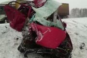 На Тюменском тракте в страшной аварии с грузовиком погибли две женщины и ребенок