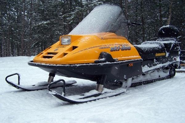 В Хабаровском крае нашли затонувшие на Амуре снегоходы