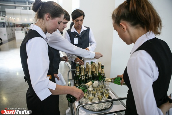 Вместо шампанского — винные напитки. В Новый год свердловчане могут изменить любимому «шипучему»