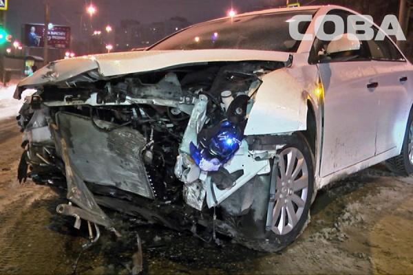 Три автомобиля столкнулись возле Центрального стадиона. Пострадал один человек
