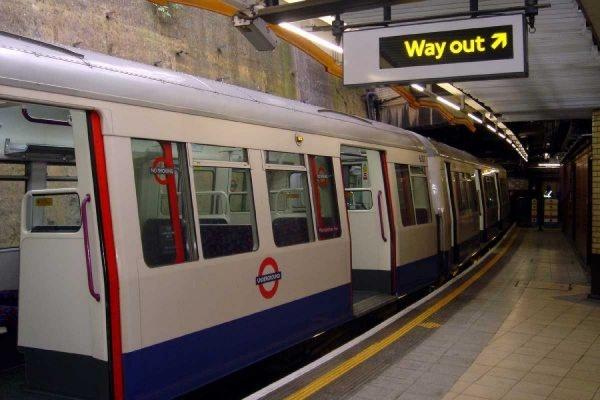 Мужчина ранил несколько человек в метро Лондона