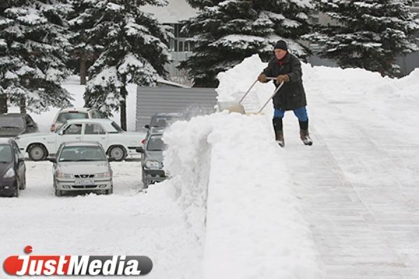 За сутки с улиц Екатеринбурга вывезли более 9000 тонн снега