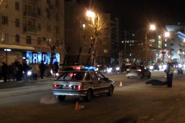 Женщина-пешеход погибла в ДТП: водитель не заметил ее на темной дороге