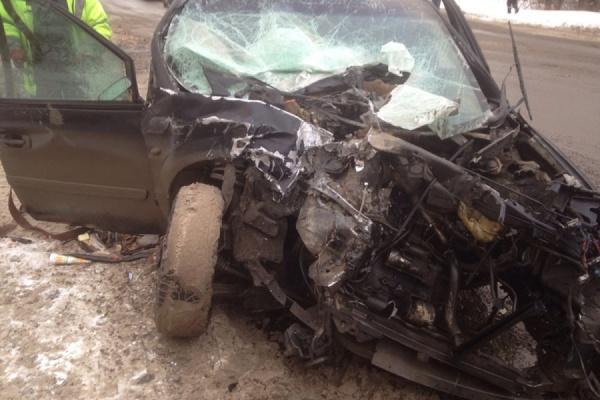 На Сибирском тракте «Крайслер» столкнулся с автобусом. Ранены три человека