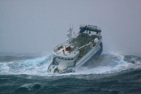 Российский корабль открыл огонь по турецкому сейнеру в Эгейском море