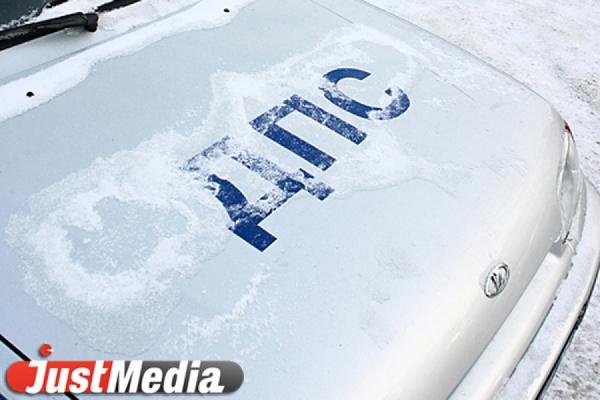 Женщина за рулем «Тойоты Короллы» врезалась в патрульный автомобиль ГИБДД, припаркованный на обочине