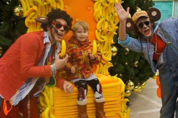 Селфи на банановом троне. В Екатеринбурге в преддверие года обезьяны появился необычный арт-объект