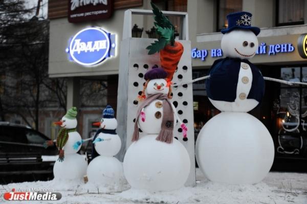 Снеговики в Екатеринбурге захватили гигантскую терку и кафе-бар