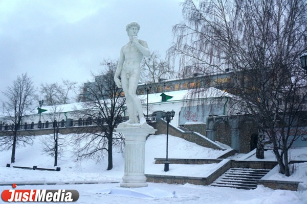 В Екатеринбурге появилась девятиметровая статуя Давида