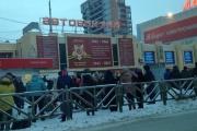 Ищут бомбу: из зданий железнодорожного вокзала и двух автовокзалов эвакуировали людей