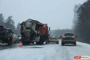 Из-за снегопада и гололеда для большегрузов временно закрыли трассу М-5