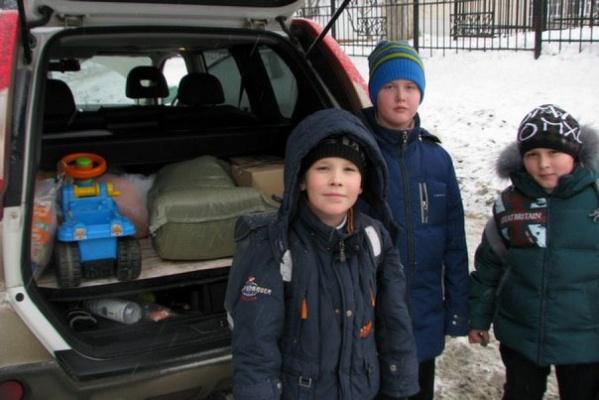 Конкурс добрых дел: екатеринбургские школьники собирают вещи для детей-отказников и мастерят кормушки для птиц