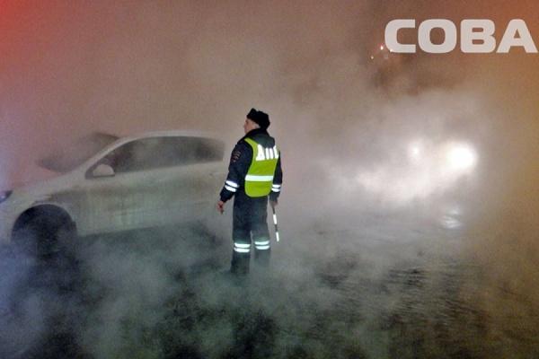 На перекрестке Бардина—Решетникова прорвало трубу с горячей водой