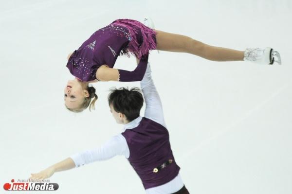 Во второй день чемпионата России по фигурному катанию в борьбу за медали вступят женщины
