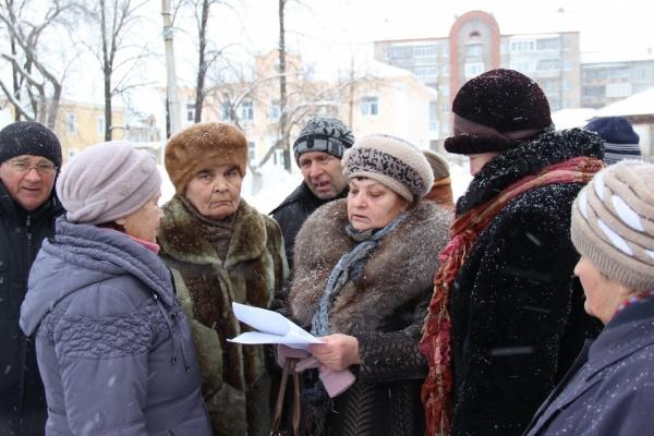 Куйвашев прикрылся от жителей Артемовского полицией. Теперь его ждет суд