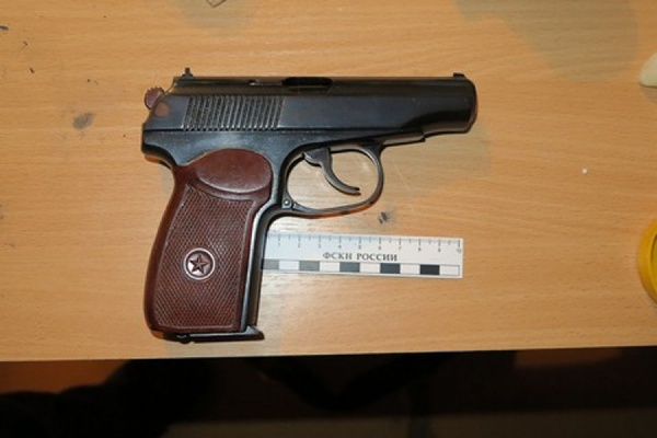 В квартире жителя Каменска-Уральского силовики обнаружили наркотики и самодельное оружие