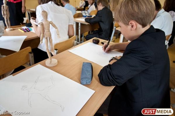 В Екатеринбурге начинают работать горячие линии по приему детей в первый класс. ТЕЛЕФОНЫ