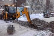 Жители ЖБИ жалуются на «раскопки» во дворе: «Люди вынуждены ходить под балконами по колено в снегу»