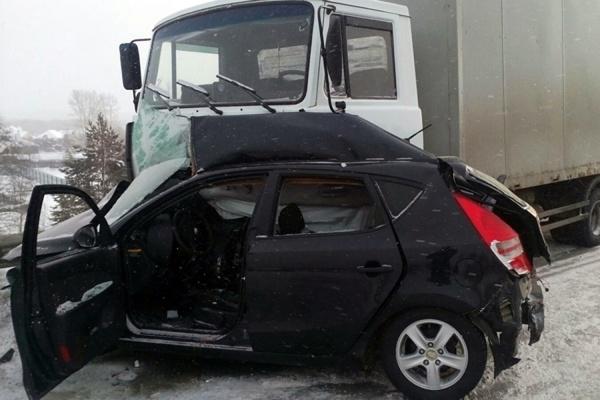 На Серовском тракте, столкнувшись с МАЗом, погибла женщина-водитель