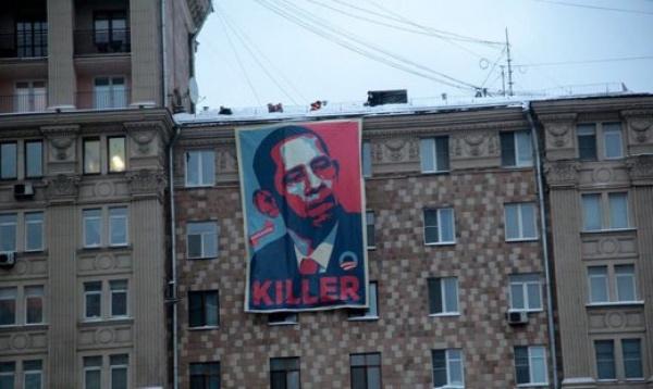 Перед посольством США в Москве вывесили плакат «Обама — киллер №1»