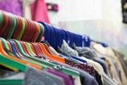 Кризис вынудил екатеринбургские секонд-хенды перейти на некачественный товар: «Такую одежду обычно собирают для стран третьего мира»