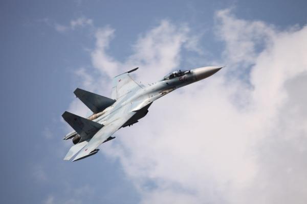 Российский Су-27 перехватил самолет-разведчик ВВС США над Черным морем