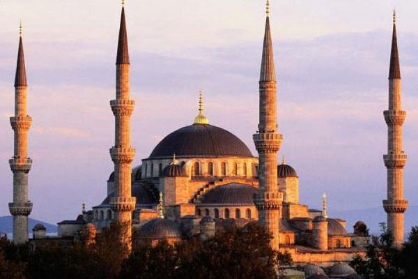 Полиция Стамбула открыла огонь по террористу