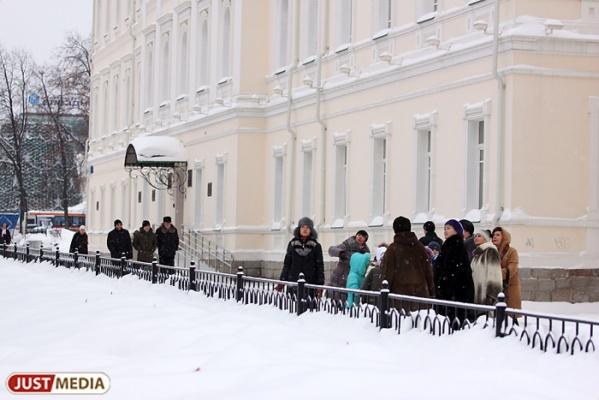 Екатеринбуржцы подали семь тысяч заявлений на прием детей в первый класс